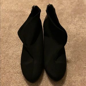 Bandolino Black Booties Size 9.5